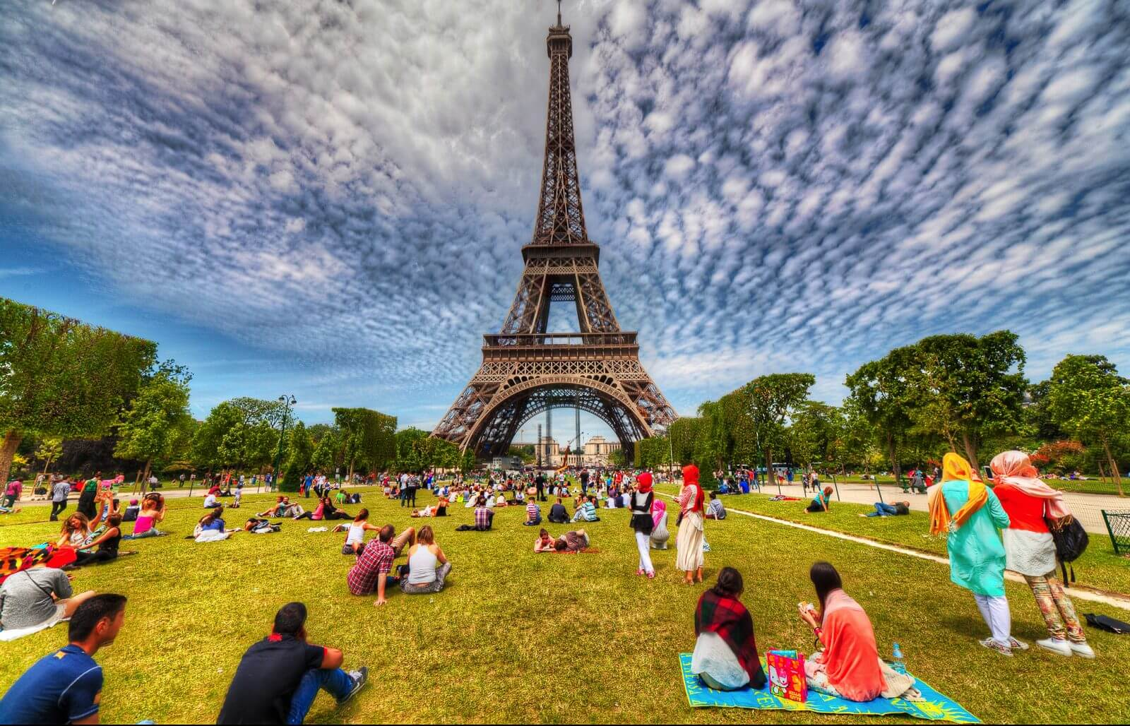best-picnic-spots-places-and-beautiful-parks-in-paris-saudi-airlines-cheap-flights